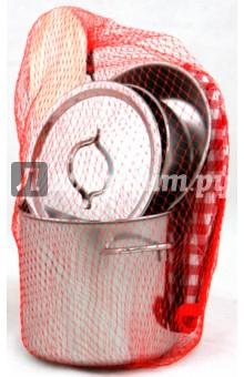 Набор посуды с прихватками от 3 лет (13R)Наборы игрушечной посуды<br>Набор посуды с прихватками для детей от 3-х лет.<br>В наборе: <br>- 2 прихватки<br>- 5 мерных ложек из пластмассы<br>- ложка деревянная<br>- металлическая посуда: кастрюля, сковородка, ковш, венчик.<br>Сделано в Китае.<br>Срок годности не ограничен.<br>