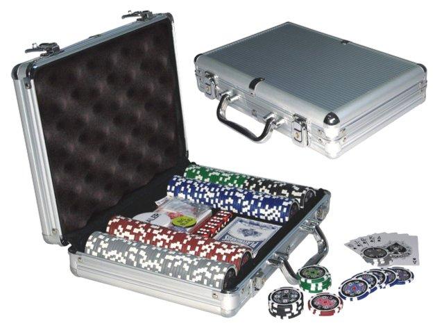 Иллюстрация 1 из 4 для Набор для игры в покер 200 фишек (24934) | Лабиринт - игрушки. Источник: Лабиринт