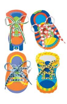 Набор Завяжи шнурки (570WN)Шнуровки из пластика и пластмассы<br>Для детей от 3 лет.<br>Набор  Завяжи шнурки  - веселая развивающая игра для малышей. Помогает развить мелкую моторику и научить ребенка завязывать шнурки.<br>В наборе:<br>- 4 игрушечных ботинка из полимерных материалов с отверстиями для шнуровки<br>- 4 ярких шнурка.<br>Срок службы: 3 года<br>Производство: Китай<br>Размеры упаковки: 27 х 26 см x 4<br>