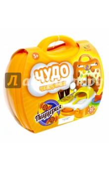 Чудо-чемоданчик. Игровой набор Пиццерия. 22 предмета (РТ-00460)Играем в профессии<br>Игровой набор Пиццерия из серии Чудо-чемоданчик от производителя ABtoys позволит ребенку на некоторое время ощутить себя владельцем настоящей пиццерии.<br>Комплект состоит из 22 предметов.<br>Упаковка: пластиковый чемоданчик с ручкой.<br>Материал: пластмасса. <br>Изготовлено в Китае. <br>Предназначено для детей от трех лет.<br>