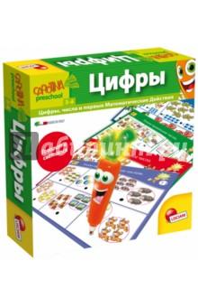 CAROTINA Цифры (R55104)Обучающие игры<br>Игра «Цифры» разработана таким образом, чтобы помочь детям изучить цифры и выполнять первые математические действия.<br>Поэтапная программа обучения с яркими интересными карточками и ручкой-тестером «Волшебная Морковка» превращает обучение в веселую и увлекательную игру.<br>Ребенок выбирает ответ и нажимает кончиком Морковки на кружок возле выбранного варианта. Если все верно – Волшебная Морковка играет короткую приятную мелодию. Если же допущена ошибка – Морковка сигнализирует об этом предупреждающим звуком. Благодаря этому, ребенок контролирует ответ и может самостоятельно его исправить.<br>Состав набора:<br> - ручка-тестер «Волшебная Морковка Каротина» в комплекте с батарейками<br> - 8 двухсторонних карточек с 16 заданиями<br>Размер коробки: 21х21х5 см<br>Возраст: 3-6 лет.<br>Сделано в Италии.<br>