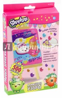 Shopkins. Мозаика Алмазные узоры (02755)Аппликации<br>Алмазные узоры  Shopkins - это увлекательное творчество для девочек. Создавать блестящую алмазную картинку очень просто. Помогает изучить цвета и цифры, развивает мелкую моторику и воображение.<br>В наборе: картинка с клейкой основой, стенд, карандаш-стилус, тарелочка, стразы.<br>Более 500 элементов.<br>Упаковка: картонная коробка.<br>Для детей от 6 лет.<br>Сделано в Китае.<br>