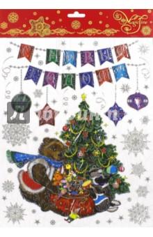 Украшение новогоднее оконное Медвежонок и еноты (41662/72)Новогодние сувениры<br>Украшение новогоднее оконное из ПВХ пленки.<br>Декорировано глиттером, крепится к гладкой поверхности стекла посредством статического эффекта.<br>Размер: 30х38 см.<br>Сделано в Тайване.<br>