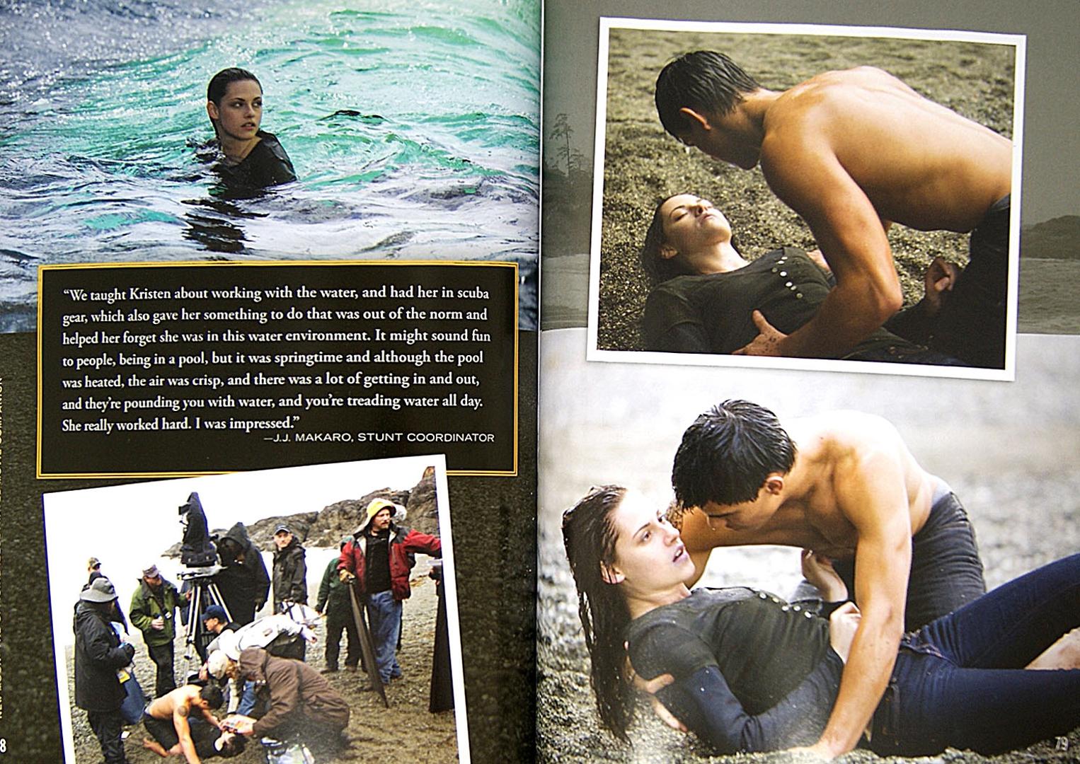 Иллюстрация 1 из 2 для Twilight Saga. New Moon. The Official Illustrated Movie Companion - Stephenie Meyer | Лабиринт - книги. Источник: Лабиринт
